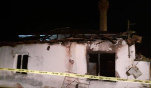 Akhisar'da cami lojmanında yangın: 1 ölü, 2 yaralı