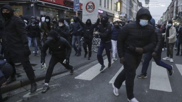 Belçika'da bir grup polisten meslektaşları hakkında suç duyurusu: 'Gözaltında kötü muamelede bulundular'