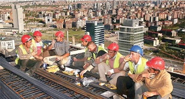 Davutoğlu: Kamuda çalışan taşeron işçileri kadroya alıyoruz