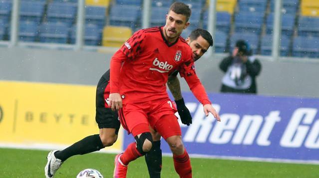 Fenerbahçe'ye ya da Avrupa'ya gitmesi beklenen Dorukhan Toköz Galatasaray'la anlaştı