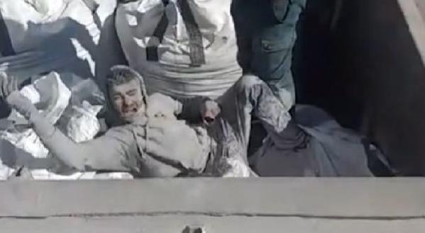 İspanya sınırında zehirli kül çuvalının içinden mülteci çıktı