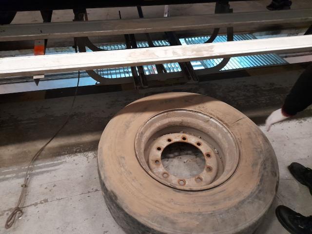 Stepne lastiğe zulalanmış şekilde bulunan kaçak balın piyasa değeri cep yakıyor
