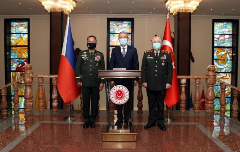 Bakan Akar, Filipinler Genelkurmay Başkanı ile görüştü